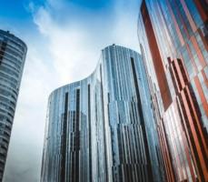 Die neuen Telepräsenzsysteme PHEX VS 42″ für VR-Banken