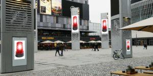 Digital Signage Stelen in einer Einkaufsstraße