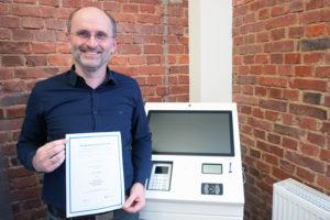 Holger Anders mit Zertifikat